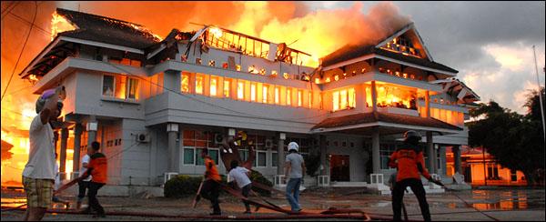 kebakaran kantor